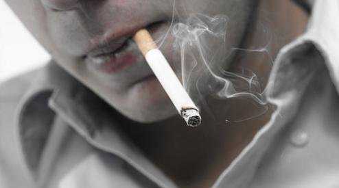 Как отбелить зубы от курения