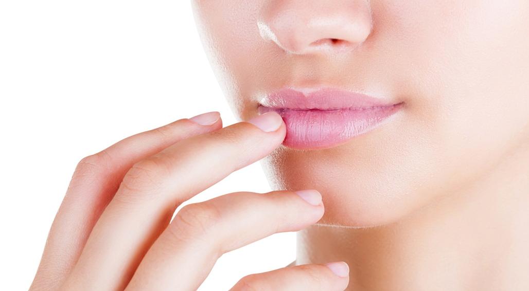Заеды в уголках губ: причины возникновения и лечение