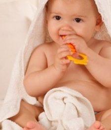 Понос при прорезывании зубов: сколько дней длится?