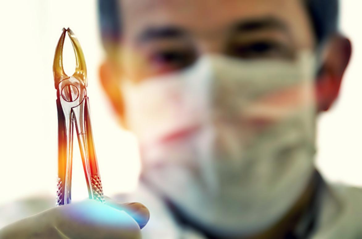 Как остановить кровь после удаления зуба?