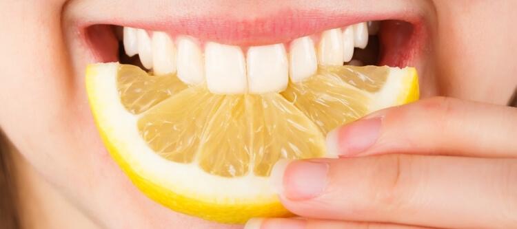 Можно ли отбелить зубы лимоном?