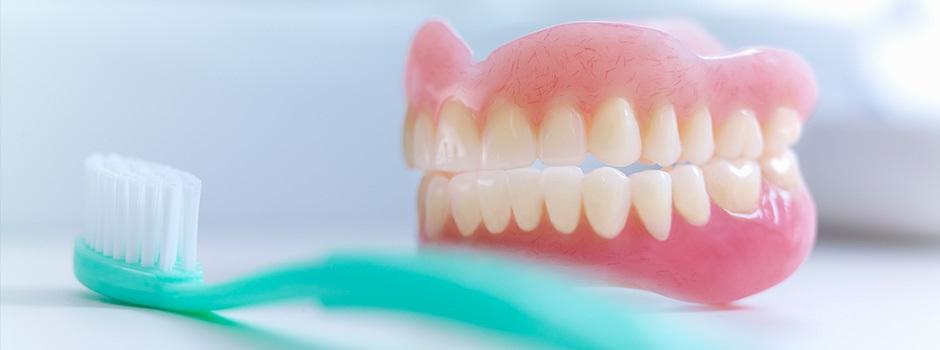 Как отбелить зубной протез в домашних условиях народными средствами 47