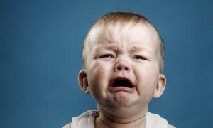 Режутся зубы у ребенка: как ему помочь?