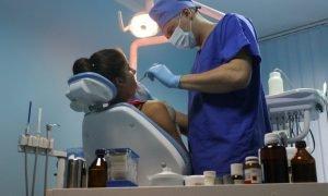 Стоматолог-хирург: кто это и что он делает?