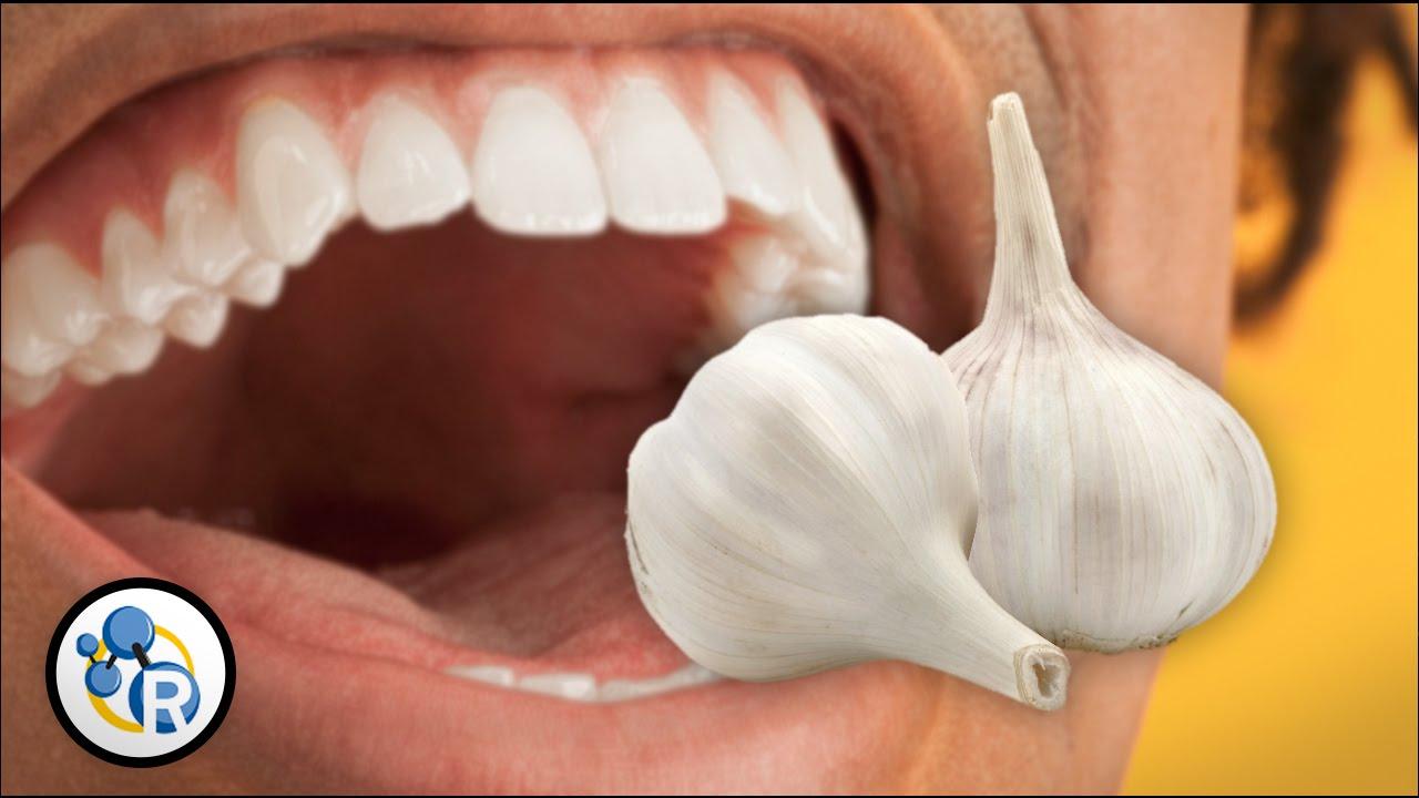 Как избавиться от запаха чеснока изо рта?