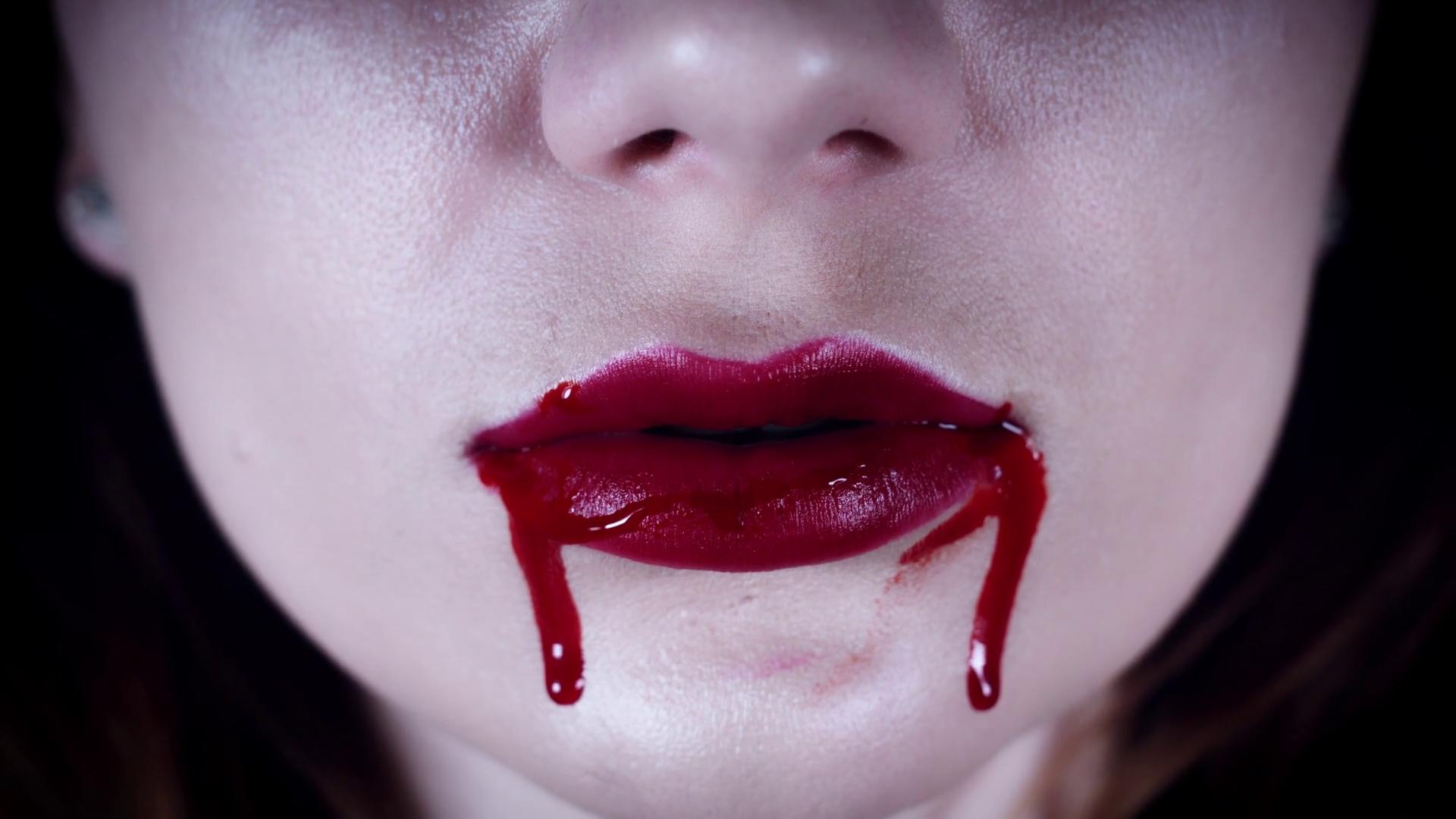 Кровь изо рта - фото